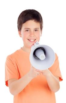 Lustiger jugendlicher mit einem megaphon
