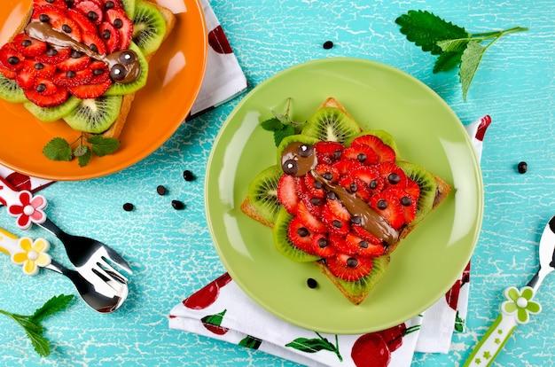 Lustiges marienkäfergesichtssandwich für kinder-imbiss