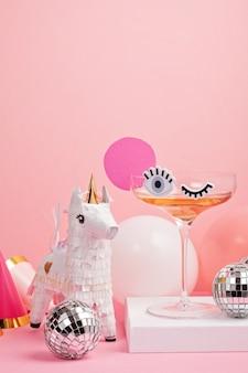 Lustiges süßes cocktailglas mit augen