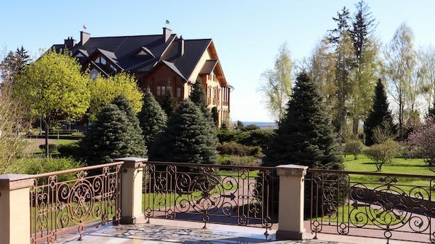 Luxuriöse residenz des ehemaligen präsidenten der ukraine