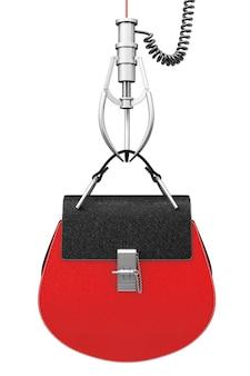 Luxuriöse rote leder-frauen-tasche in chrome robotic claw auf weißem hintergrund. 3d-rendering
