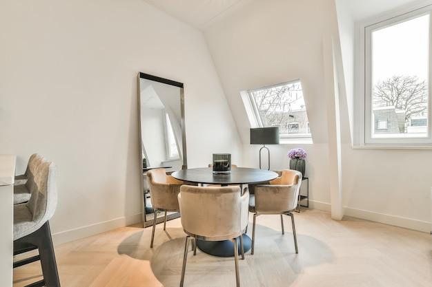 Luxuriöse und schöne innenarchitektur des esszimmers