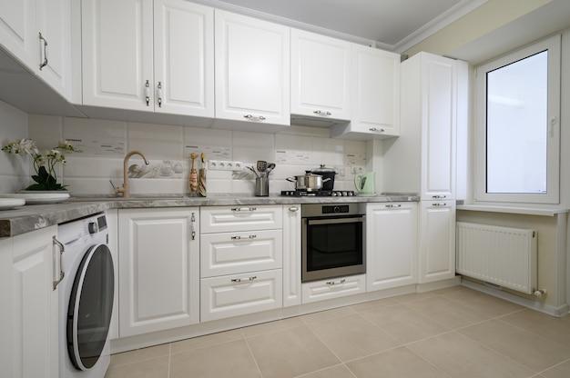 Luxuriöse weiße moderne küchenmöbel