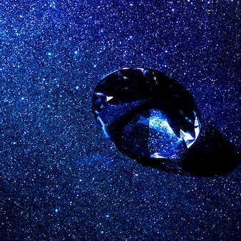 Luxuriöser diamant auf glänzendem funkelnbeschaffenheits-zusammenfassungshintergrund