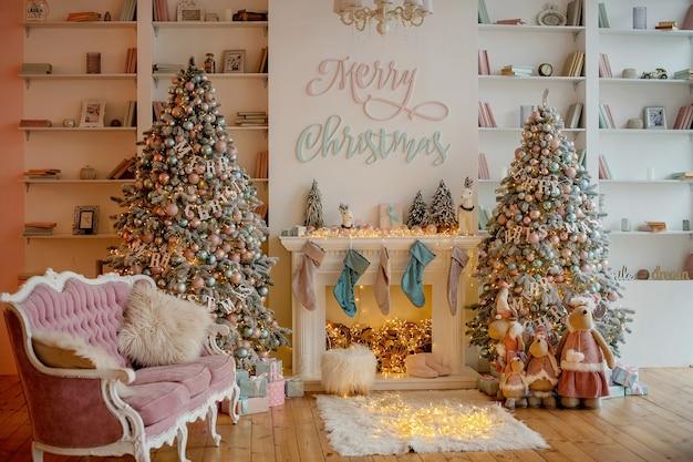 Luxuriöser festlicher dekor eines weihnachtsbaums