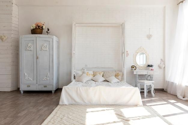 Luxuriöser weinleseschlafzimmerentwurf