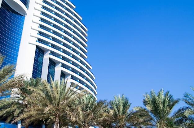 Luxuriöses 5-sterne-hotel le meridien al aqah beach resort