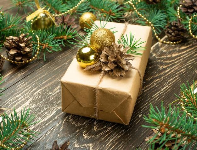 Luxuriöses neujahrsgeschenk dekoriert