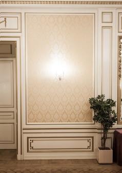 Luxuriöses vintage-interieur im klassischen stil. das königliche zimmer