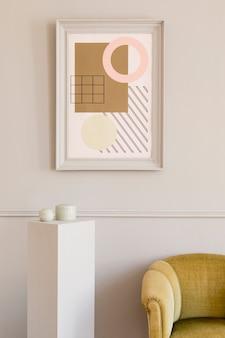 Luxuriöses wohnzimmer mit elegantem grünem sessel, grauem ständer und schicken accessoires. mock-up-gemälderahmen an der grauen wand in stilvoller wohnkultur. vorlage.