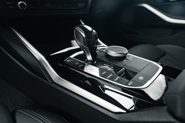 Luxus-auto-schaltknauf schließen foto oben