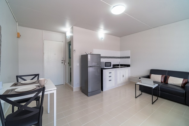 Luxus interior schlafzimmer mit ledersofa wohnzimmer und küche im selben bereich