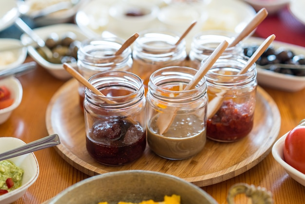 Luxuslebensmittel-hochzeitstabelle im hotel oder im restaurant