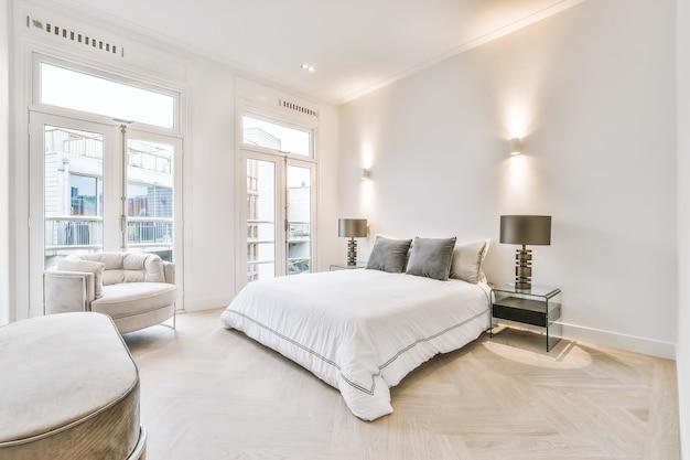 Luxusschlafzimmer des hauses in schönem design beautiful