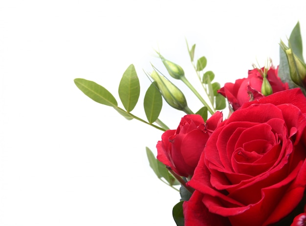 Luxusstrauß aus roten und weißen rosen.