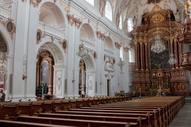 Luzern, schweiz - 3. juli 2017: innenraum der jesuitenkirche im stadtzentrum von luzern, schweiz, europa