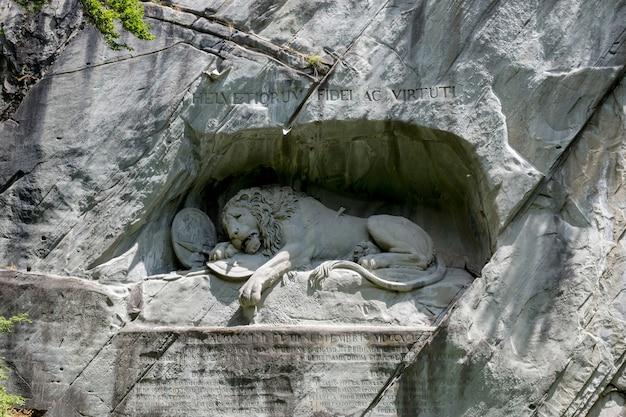 Luzern, schweiz - 3. juli 2017: sterbender löwe von luzern-denkmal, schweiz