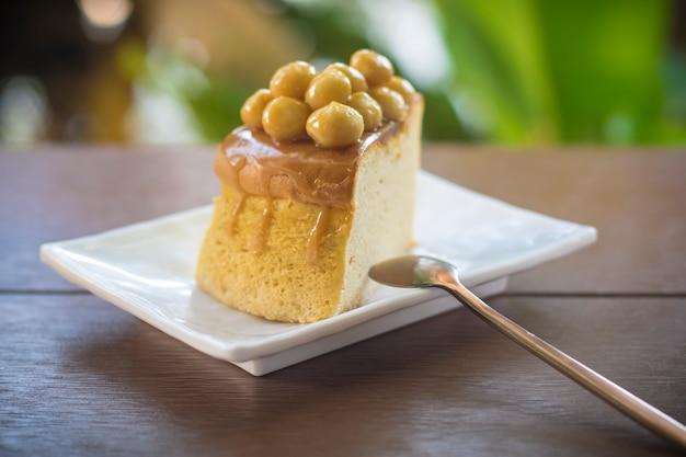 Macadamia-karamell-kuchen hausgemachter kuchen