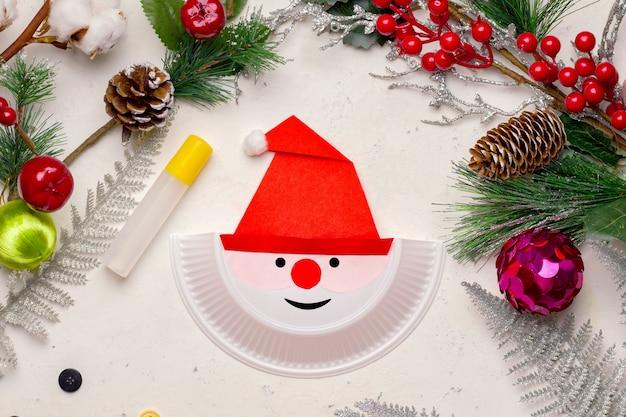 Mach es selbst zu weihnachten. exemplarische vorgehensweise. schritt drei zeichnen sie einen marker mit augen und mund. getan!