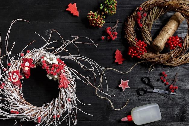 Machen sie einen weihnachtskranz mit ihren eigenen händen arbeitsplatz für die zubereitung von handgefertigten dekorationen