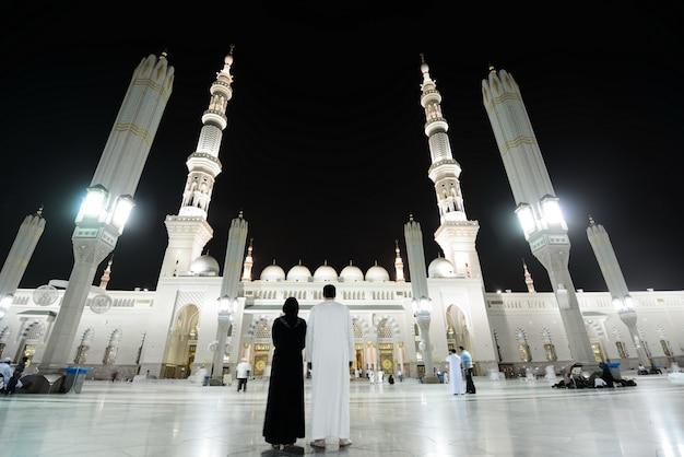Madina-moschee in der nacht
