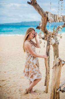 Mädchen am strand puka, boracay