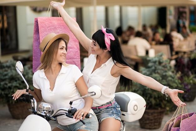 Mädchen auf dem roller