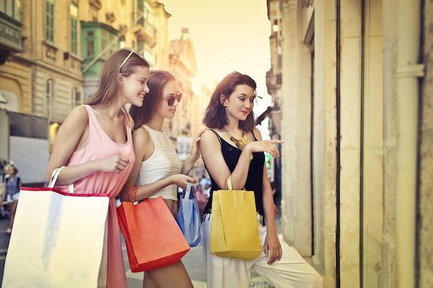 Mädchen auf einkaufstour