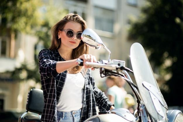 Mädchen auf roller
