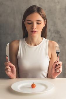 Mädchen, das diät hält