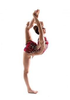 Mädchen, das rhythmische gymnastik tut