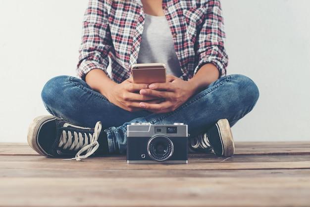 Mädchen, die ein bild von einer kamera