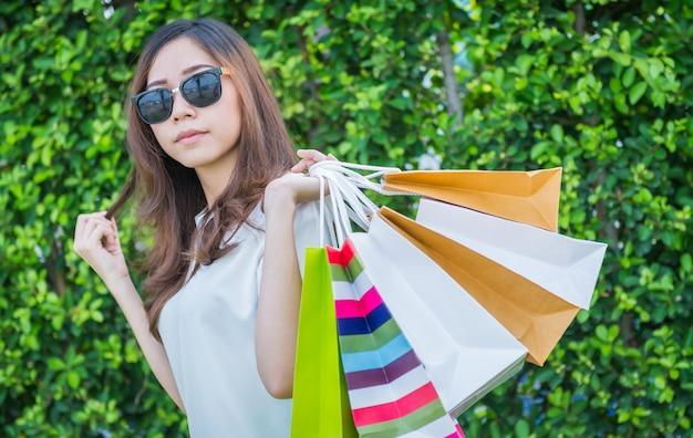 Mädchen-einkaufstasche