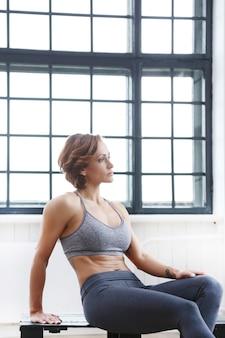 Mädchen im fitnessstudio