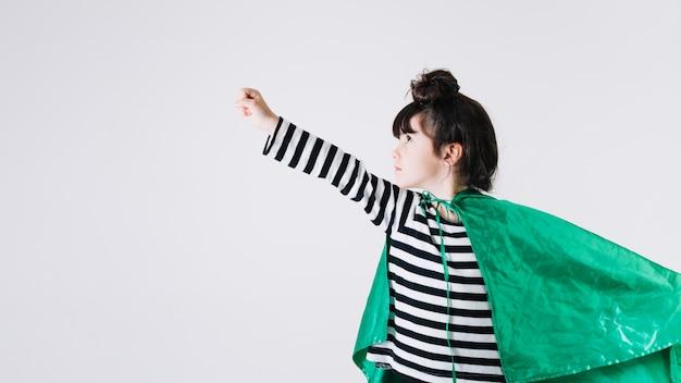 Mädchen im superhelden-cape