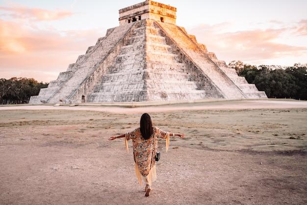 Mädchen in chichen itza, mexiko