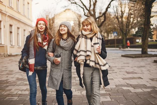 Mädchen in einer stadt