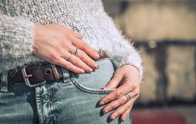 Mädchen in jeans