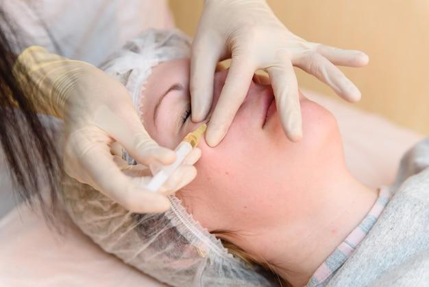 Mädchen, injektionen, kosmetologie