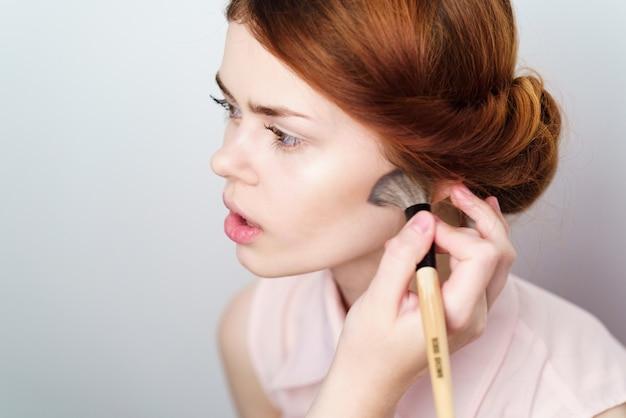 Mädchen macht make-up