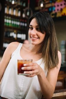 Mädchen mit einem getränk