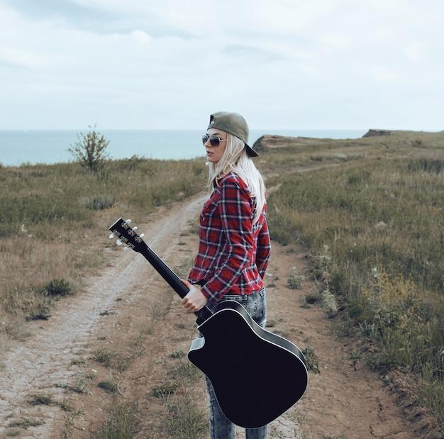 Mädchen mit einer gitarre