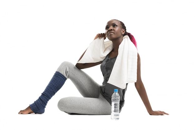 Mädchen mit flasche wasser