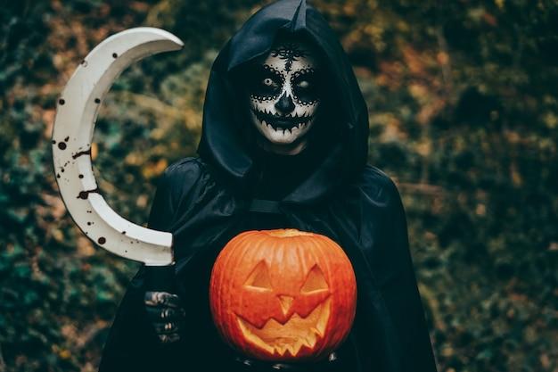 Mädchen mit halloween schminken