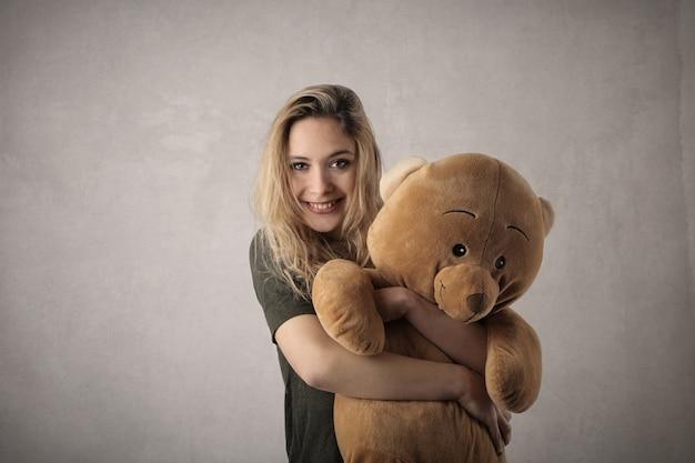 Mädchen mit ihrem teddybär
