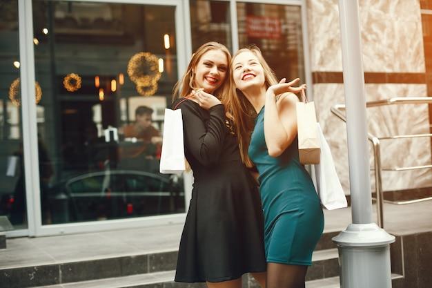Mädchen mit paketen
