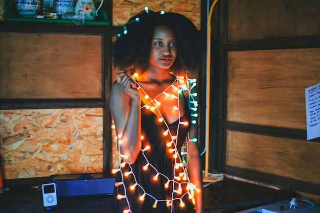 Mädchen mit party lichter