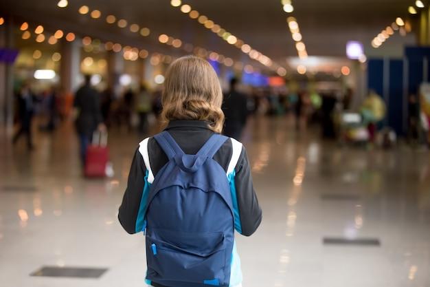 Mädchen mit rucksack
