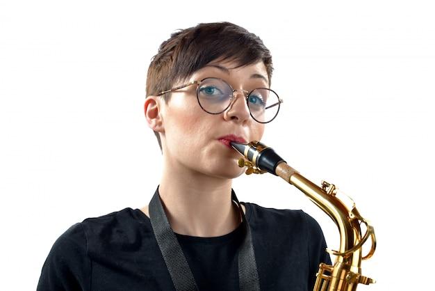 Mädchen mit saxophon