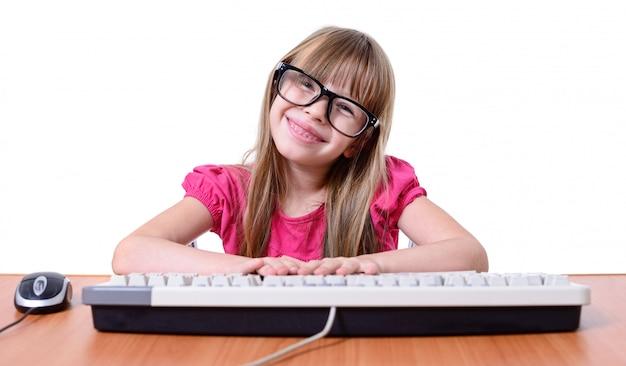 Mädchen mit tastatur.